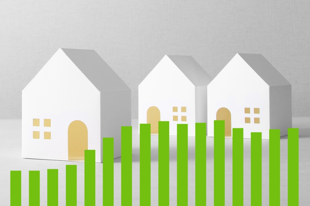 Animated image of houses with green bar graph representing rent growth in 2020