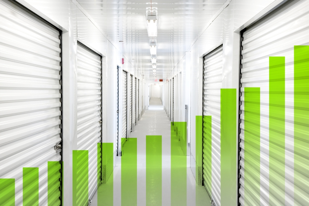 Self storage lockers with bar graph representing growth in 2021